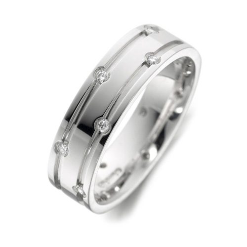 Gorgeous 5mm Polished Wedding Ring set with 14 Diamonds Woolton